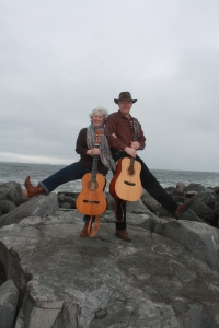 singing duo at the jetty